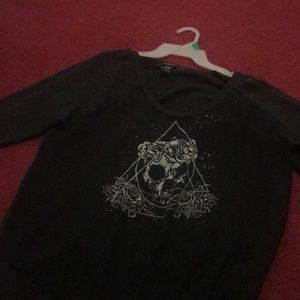 top with a skull on it